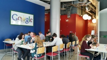Students eat lunch at Google
